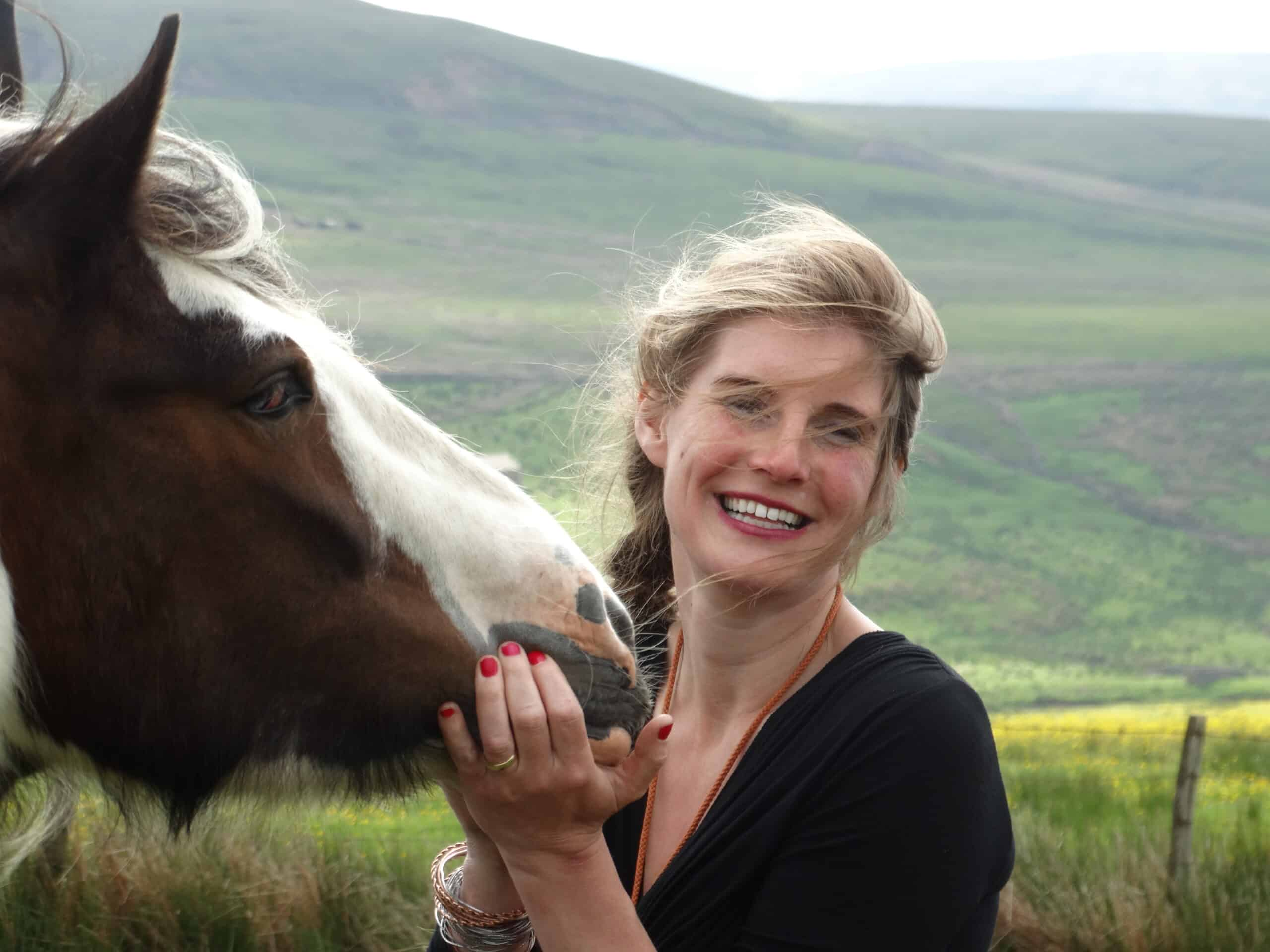 amanda owen with horse